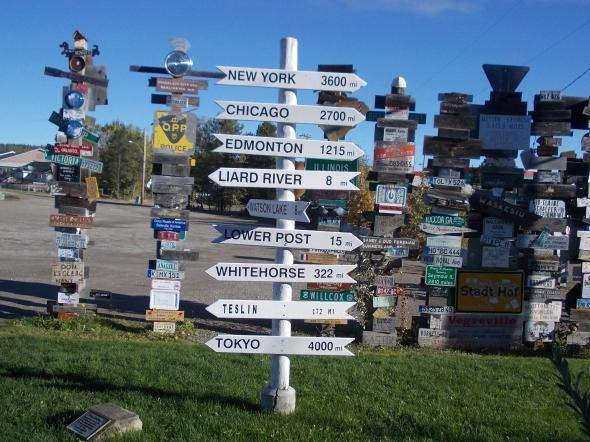 """Plaza"""" señal"""" en Watson lake."""